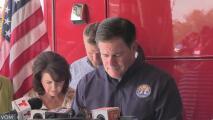 Gobernador Doug Ducey visita Gila para ver daños por inundaciones
