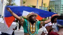 Cientos de haitianos se toman las calles de Miami-Dade para pedirle a Biden que pare las deportaciones de sus compatriotas