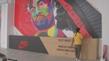 El latino que está detrás de un espacio artístico dedicado a los tenis Sneakers en Los Ángeles