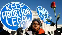 Un médico que desafió la nueva prohibición del aborto en Texas es demandado en dos estados