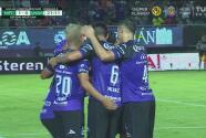 ¡Con fuerza! Camilo Sanvezzo marca el 1-0 de Mazatlán con penal polémico