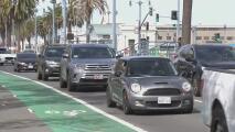 Anuncian un programa que ofrece hasta 9,500 dólares para cambiar su auto por uno híbrido o eléctrico para reducir la contaminación en el Área de la Bahía