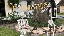 Mr. Bones y Miss Stella: vecinos crean curiosa historia de amor entre dos esqueletos por Halloween