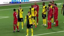 El segundo del Villarreal... Moreno aprovecha la pésima marca para el 0-2