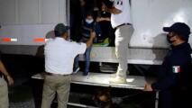 Encuentran camiones con más de 600 migrantes centroamericanos, más de la mitad eran niños.