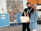 Newsom emite su voto en la elección revocatoria en Sacramento