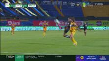 ¿Cómo falla eso? Mayra Santana se pierde el gol de Querétaro