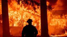 En auto entre las llamas: el recorrido de un fotógrafo al interior del incendio Dixie en California