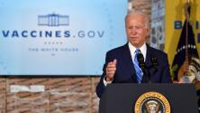 Biden promueve la vacunación y el uso de mascarillas mientras más de 20 gobernadores republicanos le hacen oposición