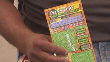 Inmigrante ganó la lotería pero por demora de documentos no puede demostrar su identidad y reclamar el premio
