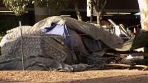 Retiran campamentos y personas sin hogar de sitios de Caltrans