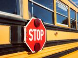 Distrito Escolar elimina paradas por escasez de conductores de autobuses escolares