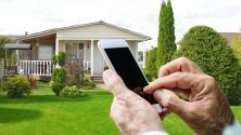 Anciano podría perder su casa luego de transferir por error sus ahorros a un desconocido