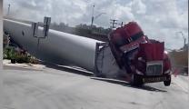 Tren choca con camión que transportaba una turbina eólica en Texas