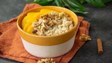 Bowl de avena y  durazno (lleva canela y granola)