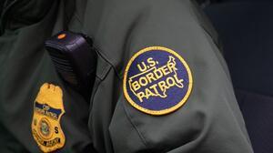 Despiden agentes fronterizos por burlarse de inmigrantes en FB