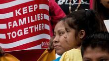 ¿En qué consiste el plan presupuestario que destina $107 mil millones para dar estatus legal a personas indocumentadas?