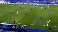 ¡TIRO ATAJADO! disparo por Karim Benzema.
