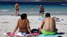 ¿Por qué usar trajes de baño con colores brillantes? Recomendaciones para evitar ahogamientos este verano