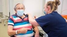 ¿Quiénes pueden recibir la tercera dosis de la vacuna contra el coronavirus en Nueva York?