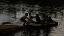 Jorge Ramos es testigo de cómo cruzan los migrantes el río Suchiate en su camino a EEUU
