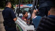Jueza federal dice que la ley migratoria que prohíbe el reingreso a EEUU de deportados viola la constitución