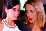 El Color de la Pasión - Lucía le dio una golpiza a Rebeca al saber que asesinó a su madre - Escena del día