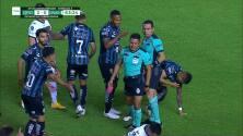 ¡Expulsión! El árbitro saca la roja directa a Gonzalo Montes.