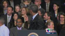 Nuevamente interrumpen a Obama en Chicago