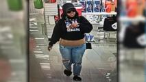 Mujer se molesta y amenaza con arma a empleados de una tienda Kohl's