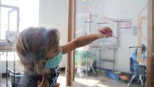 ¿Por qué hay un récord de contagios con coronavirus entre la población infantil en EEUU?