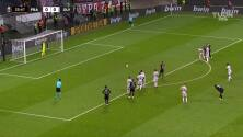 ¡Gol del Eintracht! Santos Borré abrió el marcador ante Olympiakos