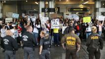 Se presentaron manifestaciones en el Aeropuerto de Miamien apoyo a refugiados e inmigrantes musulmanes