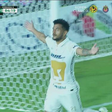 ¡No perdona! Rogério De Oliveira la manda al fondo para el 1-2 de Pumas