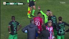 ¡Expulsión! El árbitro saca la roja directa a Félix Torres.