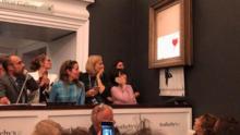 Banksy 'la rompe' otra vez: venden por $25.4 millones cuadro que intentó destruir