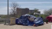 Autoridades de Austin ya pueden hacer arrestos a indigentes que estén acampando en lugares públicos