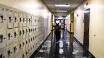 Puerta a puerta, buscan a estudiantes de Broward que no se han presentado a clases