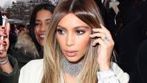 Kim Kardashian se quita toda la ropa en el desierto