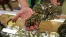 Los alcances de limpiar los récords criminales relacionados con el uso de la marihuana en California