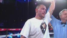 Mike Alvarado ganó por decisión mayoritaria a Josh Torres