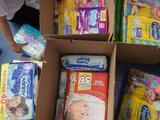 Organización reparte pañales entre familias necesitadas del Valle Central