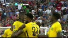 Goooolll!! Je-Vaughn Watson mete el balón y marca para Jamaica