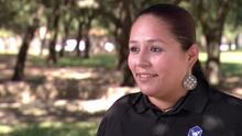 """""""Tenía $200 exactos"""": inmigrante supera crisis económica con su negocio de limpiar casas"""