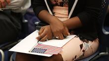 ¿No sabes qué debes tener en cuenta para obtener la ciudadanía? Esta organización en Chicago puede ayudarte