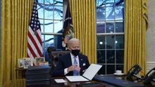 Biden firma orden ejecutiva para hacer obligatoria la mascarilla en propiedades federales
