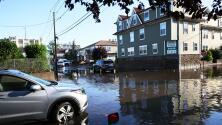 Autoridades piden a residentes de Nueva Jersey no salir a las calles por peligro de colapso de casas y árboles