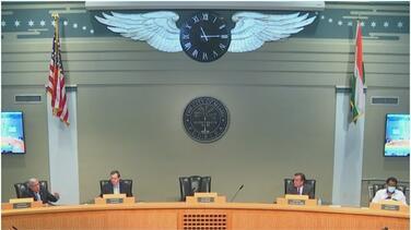 Se enfrentan el jefe de la policía y tres comisionados de Miami: todos piden investigación federal