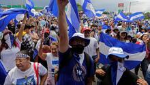 Entonando su himno, nicaragüenses en Miami exigieron la liberación de los presos políticos