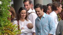 Pippa Middleton deja ver el rostro de su bebé por primera vez